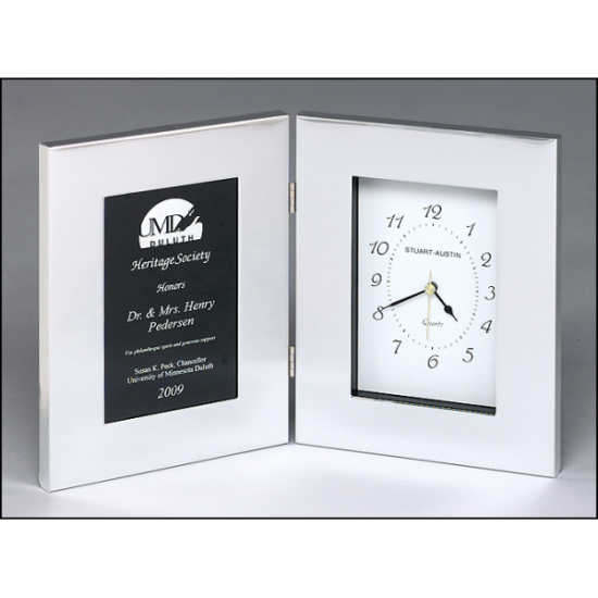 Polished silver aluminum clock with black aluminum engraving plate